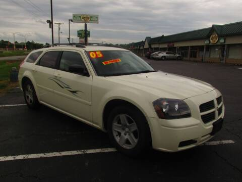 2005 Dodge Magnum for sale at Auto World in Carbondale IL