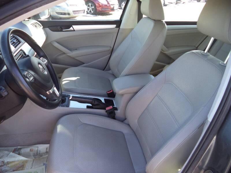 2013 Volkswagen Passat TDI SE 4dr Sedan 6A w/ Sunroof - Sioux City IA