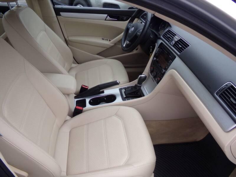 2013 Volkswagen Passat TDI SE 4dr Sedan 6A w/ Sunroof - Oconomowoc WI