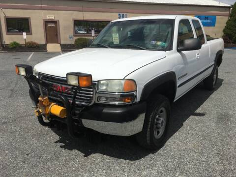 2002 GMC Sierra 2500HD for sale at Car Mart Auto Center II, LLC in Allentown PA