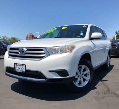 2011 Toyota Highlander for sale at LUGO AUTO GROUP in Sacramento CA