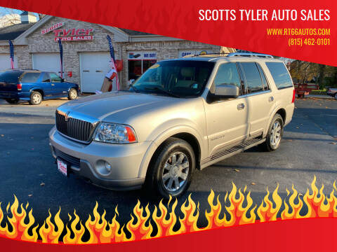 2003 Lincoln Navigator for sale at Scotts Tyler Auto Sales in Wilmington IL