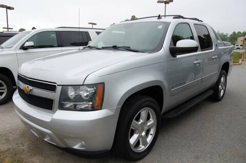 2013 Chevrolet Avalanche for sale at Modern Motors - Thomasville INC in Thomasville NC