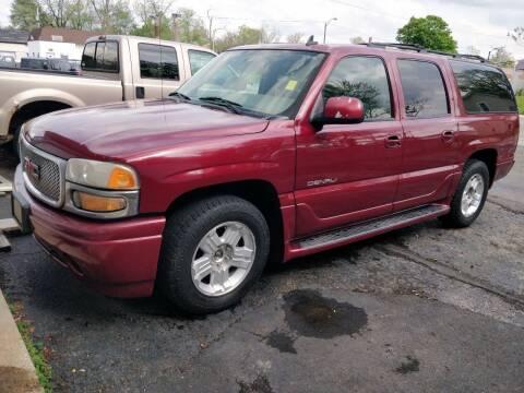 2006 GMC Yukon XL for sale at The Car Cove, LLC in Muncie IN