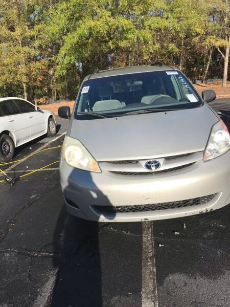 2006 Toyota Sienna for sale at Car Deals Auto Sales LLC in Atlanta GA