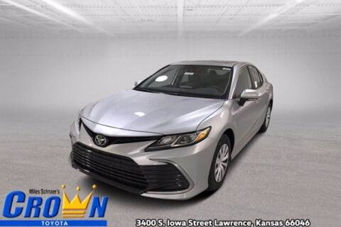 2021 Toyota Camry Hybrid for sale at Crown Automotive of Lawrence Kansas in Lawrence KS