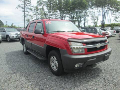 2005 Chevrolet Avalanche for sale at Small Town Auto Sales in Hazleton PA