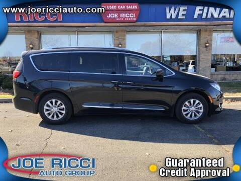 2019 Chrysler Pacifica for sale at Mr Intellectual Cars in Shelby Township MI