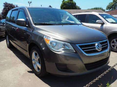 2010 Volkswagen Routan for sale at Sunrise Used Cars INC in Lindenhurst NY