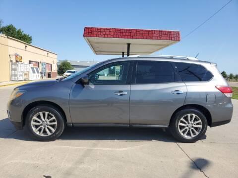2015 Nissan Pathfinder for sale at Dakota Auto Inc. in Dakota City NE