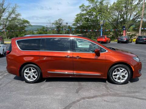 2018 Chrysler Pacifica for sale at MAGNUM MOTORS in Reedsville PA