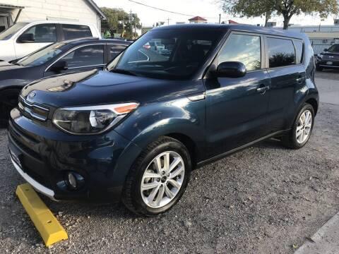 2018 Kia Soul for sale at AMIGO USED CARS in Houston TX
