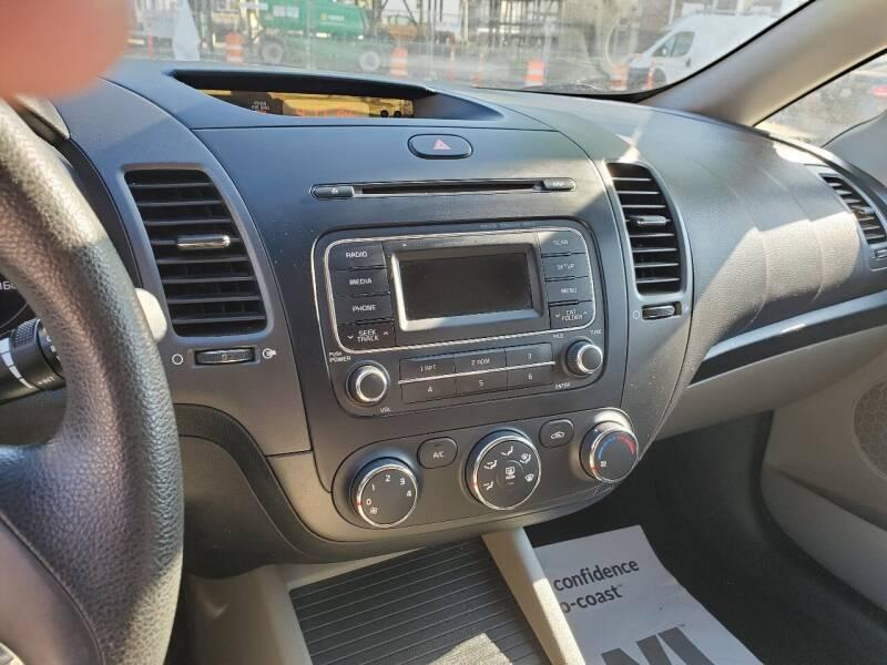 2014 Kia Forte LX 4dr Sedan 6A - Worcester MA