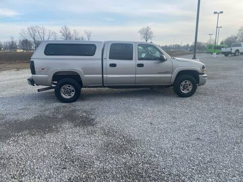 2005 GMC Sierra 2500HD for sale at MOES AUTO SALES in Spiceland IN
