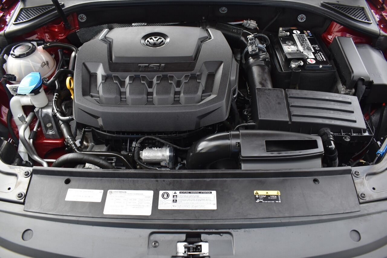 2019 Volkswagen Passat 2.0T SE R Line 4dr Sedan full