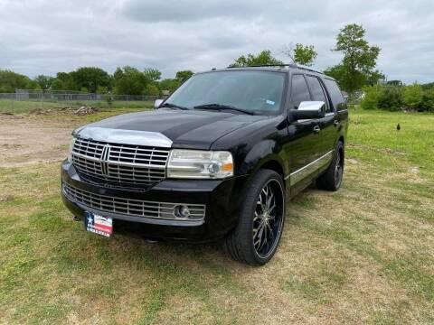 2007 Lincoln Navigator for sale at LA PULGA DE AUTOS in Dallas TX