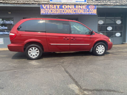 2007 Chrysler Town and Country for sale at Auto Credit Connection LLC in Uniontown PA