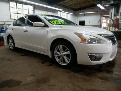 2015 Nissan Altima for sale at M & R Auto Sales INC. in North Plainfield NJ