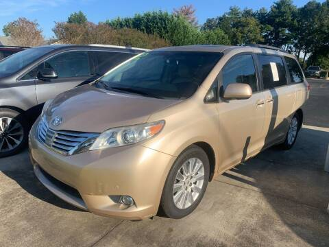 2012 Toyota Sienna for sale at Getsinger's Used Cars in Anderson SC