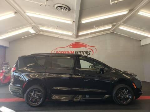 2019 Chrysler Pacifica for sale at Premium Motors in Villa Park IL