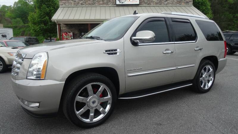 2009 Cadillac Escalade for sale at Driven Pre-Owned in Lenoir NC