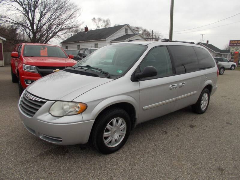2006 Chrysler Town and Country for sale at Jenison Auto Sales in Jenison MI