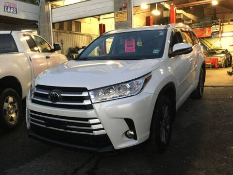 2018 Toyota Highlander for sale at Drive Deleon in Yonkers NY