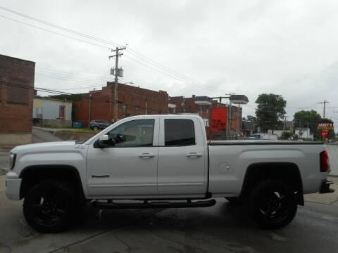2018 GMC Sierra 1500 for sale at River City Auto Center LLC in Chester IL