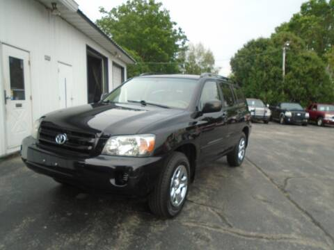 2005 Toyota Highlander for sale at NORTHLAND AUTO SALES in Dale WI