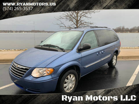 2007 Chrysler Town and Country for sale at Ryan Motors LLC in Warsaw IN