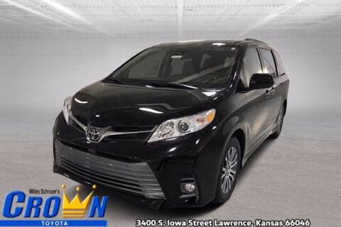 2020 Toyota Sienna for sale at Crown Automotive of Lawrence Kansas in Lawrence KS