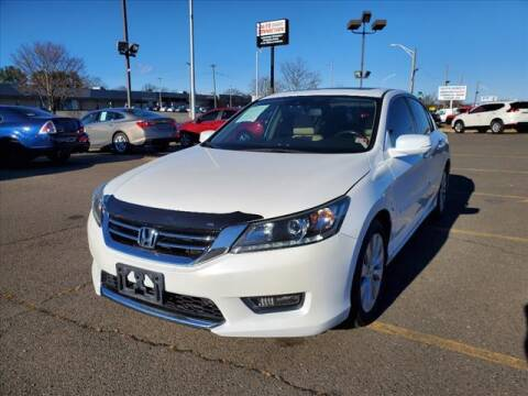 2015 Honda Accord for sale at Auto Connection in Manassas VA