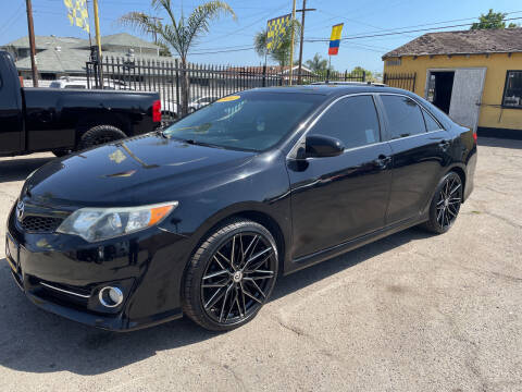 2014 Toyota Camry for sale at JR'S AUTO SALES in Pacoima CA
