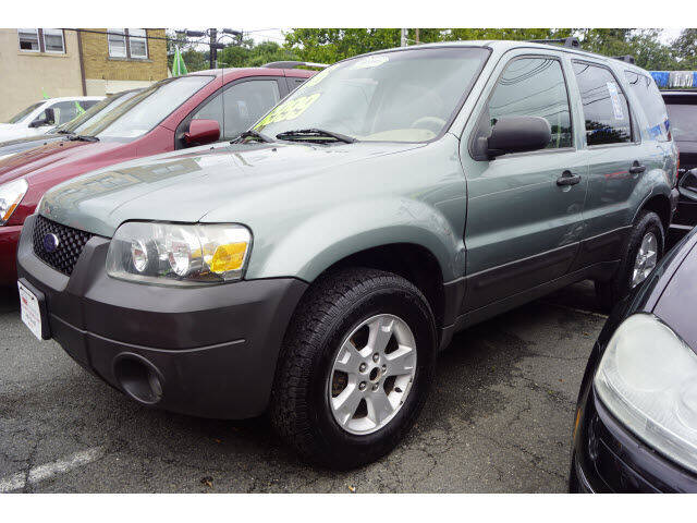 2006 Ford Escape for sale at M & R Auto Sales INC. in North Plainfield NJ