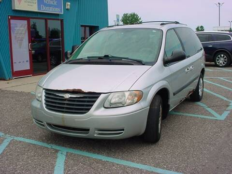 2005 Chrysler Town and Country for sale at VOA Auto Sales in Pontiac MI
