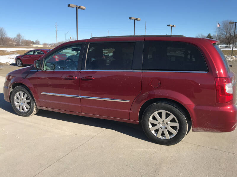 2014 Chrysler Town and Country for sale at Lanny's Auto in Winterset IA
