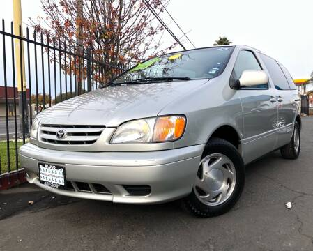 2003 Toyota Sienna for sale at LUGO AUTO GROUP in Sacramento CA