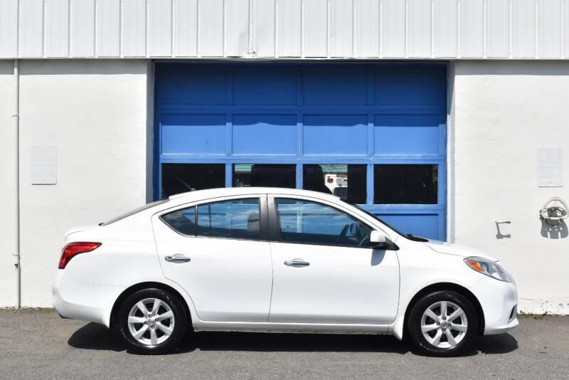 2012 Nissan Versa 1.6 SL 4dr Sedan full
