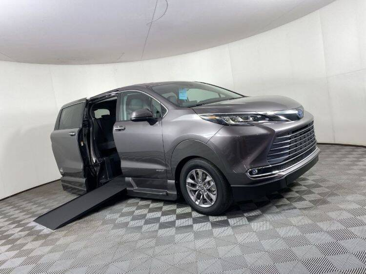 2021 Toyota Sienna for sale in Pearland, TX