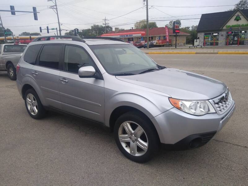 2012 Subaru Forester for sale at GLOBAL AUTOMOTIVE in Grayslake IL