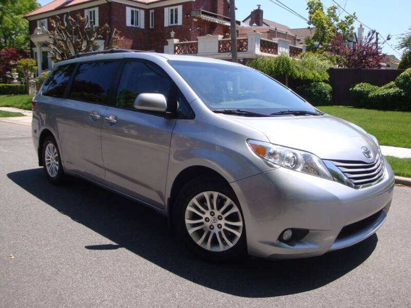 2017 Toyota Sienna for sale at Cars Trader in Brooklyn NY