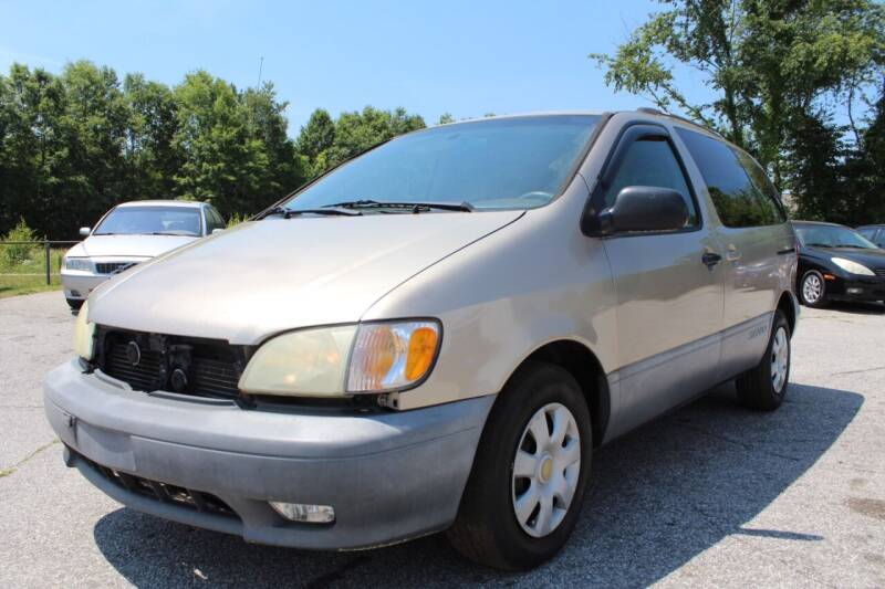2002 Toyota Sienna for sale at UpCountry Motors in Taylors SC