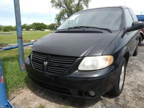 2005 Dodge Grand Caravan for sale at Dave-O Motor Co. in Haltom City TX