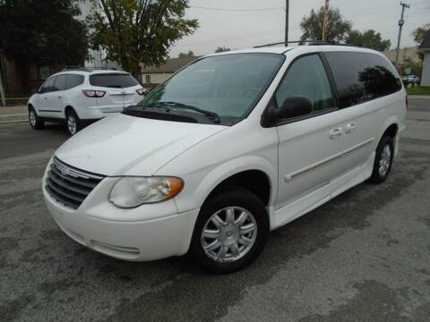 2007 Chrysler Town and Country for sale at Total Eclipse Auto Sales & Service in Red Bud IL