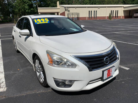 2015 Nissan Altima for sale at B & M Car Co in Conroe TX