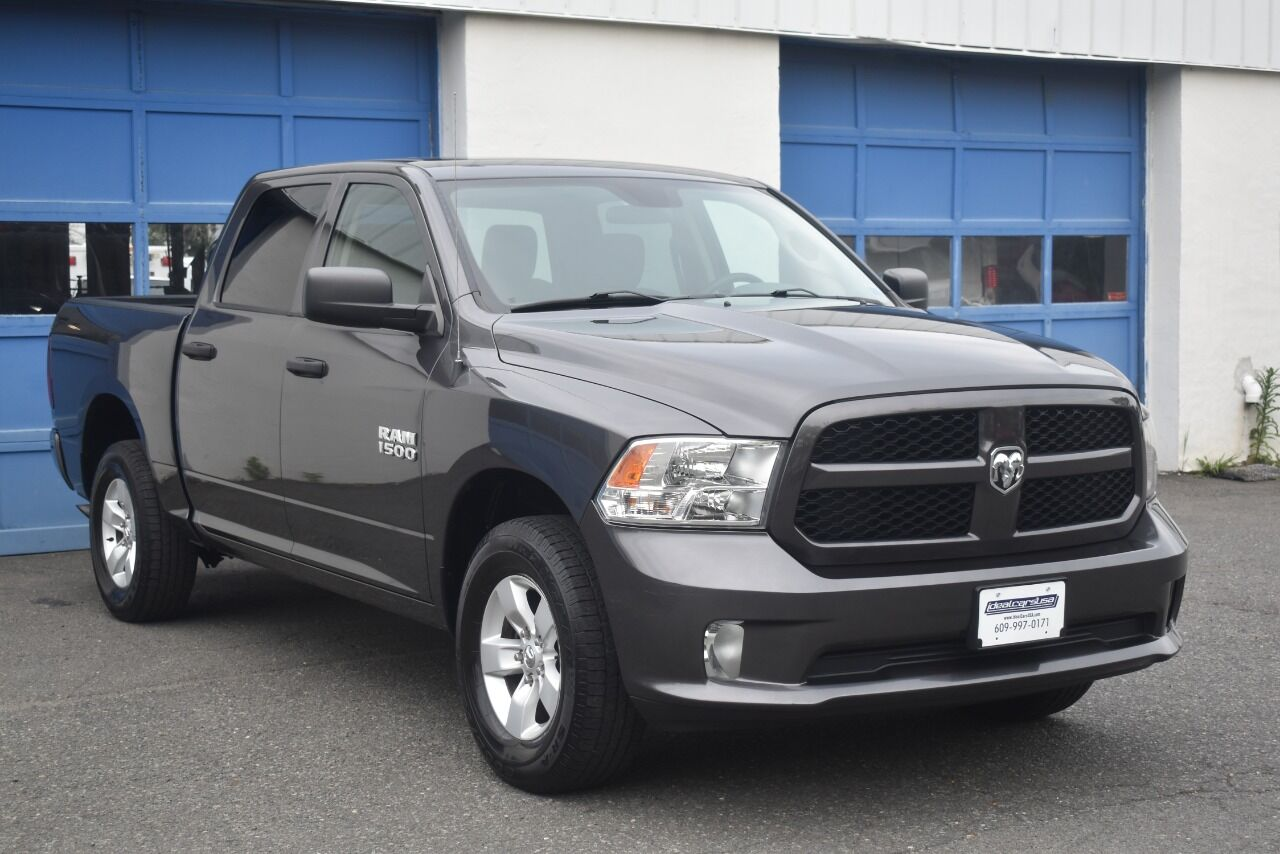 2017 RAM Ram Pickup 1500 Express 4×4 4dr Crew Cab 5.5 ft. SB Pickup full
