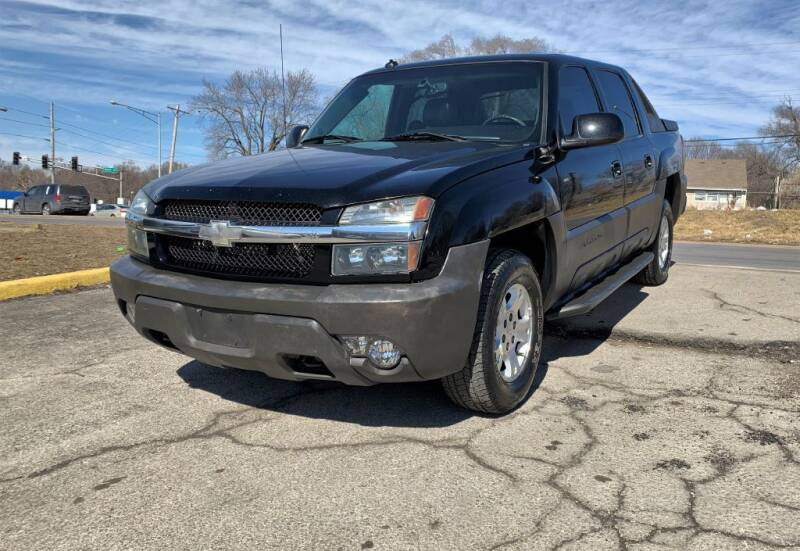 2003 Chevrolet Avalanche for sale at InstaCar LLC in Independence MO