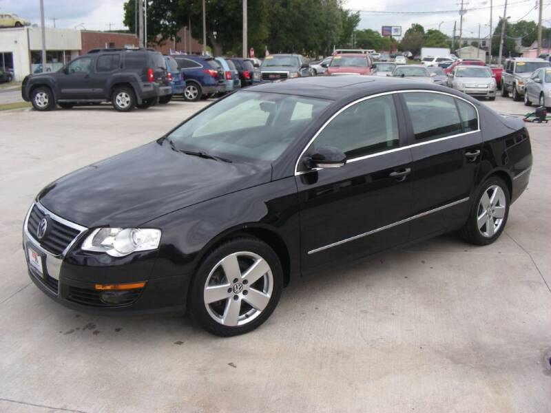 2009 Volkswagen Passat for sale at EURO MOTORS AUTO DEALER INC in Champaign IL