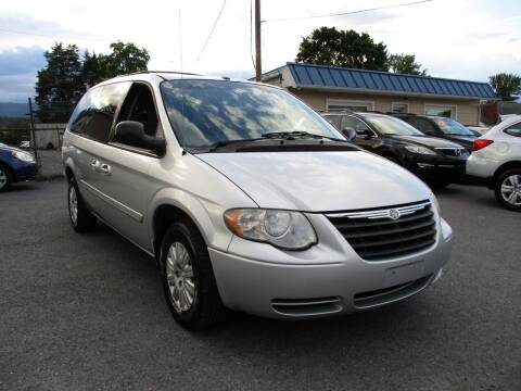 2007 Chrysler Town and Country for sale at Supermax Autos in Strasburg VA