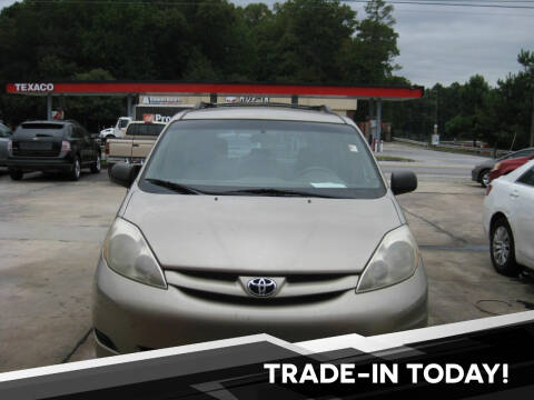 2006 Toyota Sienna for sale at LAKE CITY AUTO SALES in Forest Park GA